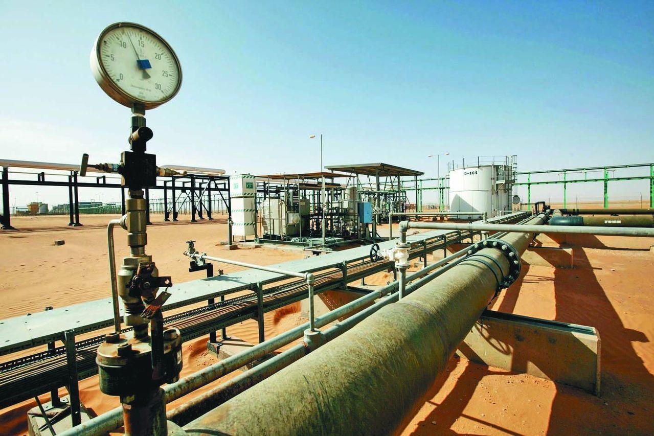 國際油價強勢走揚,登上一個月高點,並帶動台股交易與油價連動的ETF今日獲得資金大...