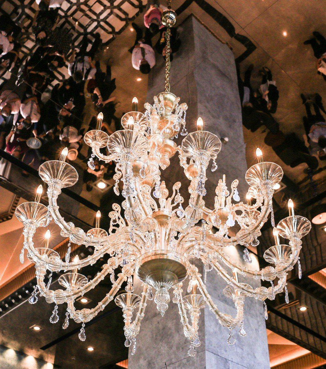 這盞Taif純手工水晶吊燈,是來自義大利威尼斯有7百多年歷史Barovier &...