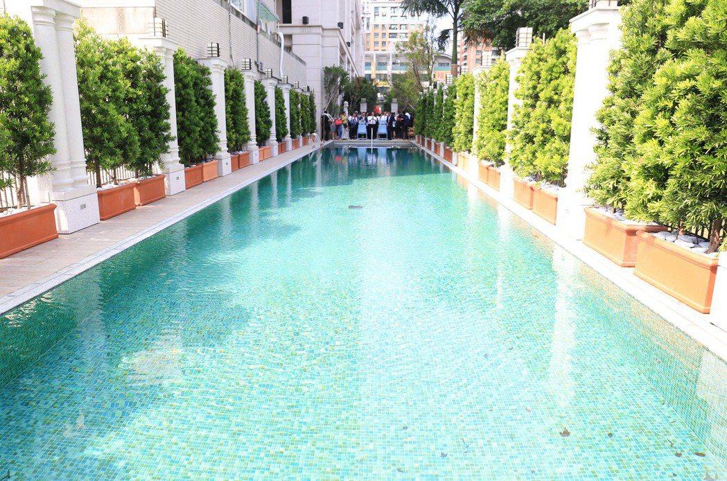 戶外25公尺長的游泳池。 攝影/張世雅