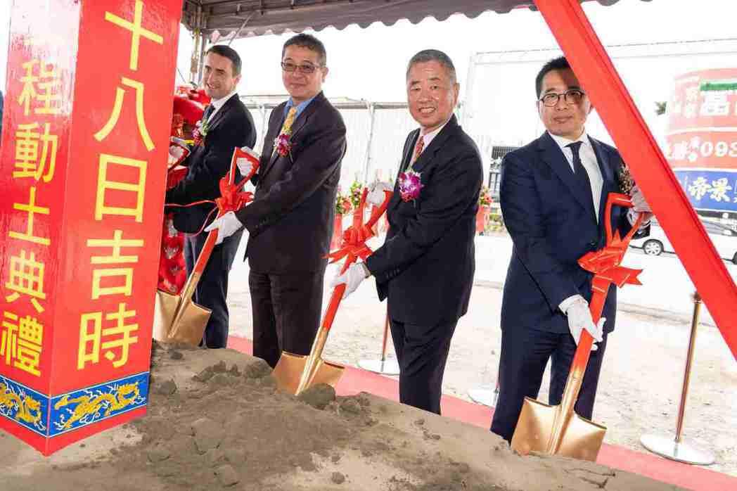 九和汽車建置 JAGUAR LAND ROVER 新莊展示中心,選定10月16日...