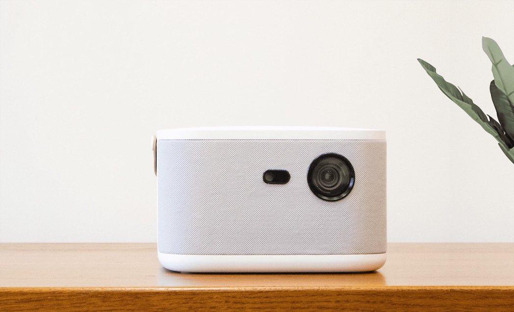 百吋無框電視!OVO六合一家庭影音神器6折預購。 OVO /提供