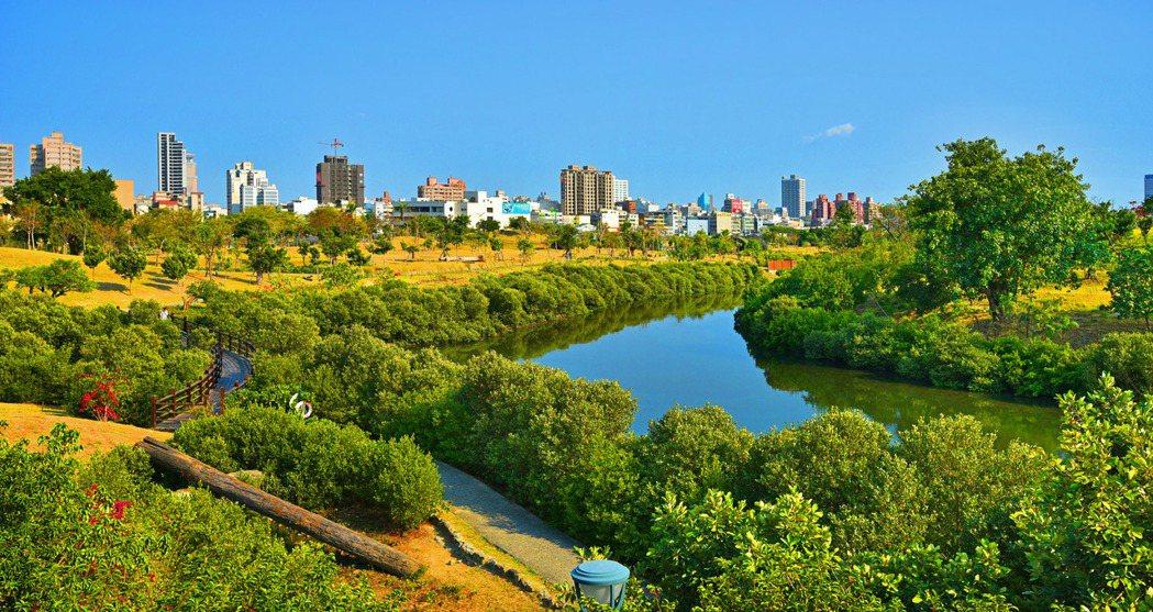 美術館生態公園重劃區建商搶插旗後市看漲,是區域未來發展的重要觀。圖片提供/興富發...