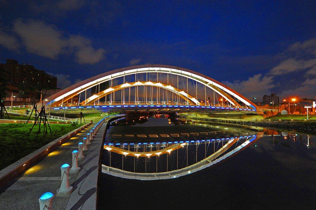 願景橋連通愛河2側,形成大生活圈發展態勢。圖片提供/興富發建設