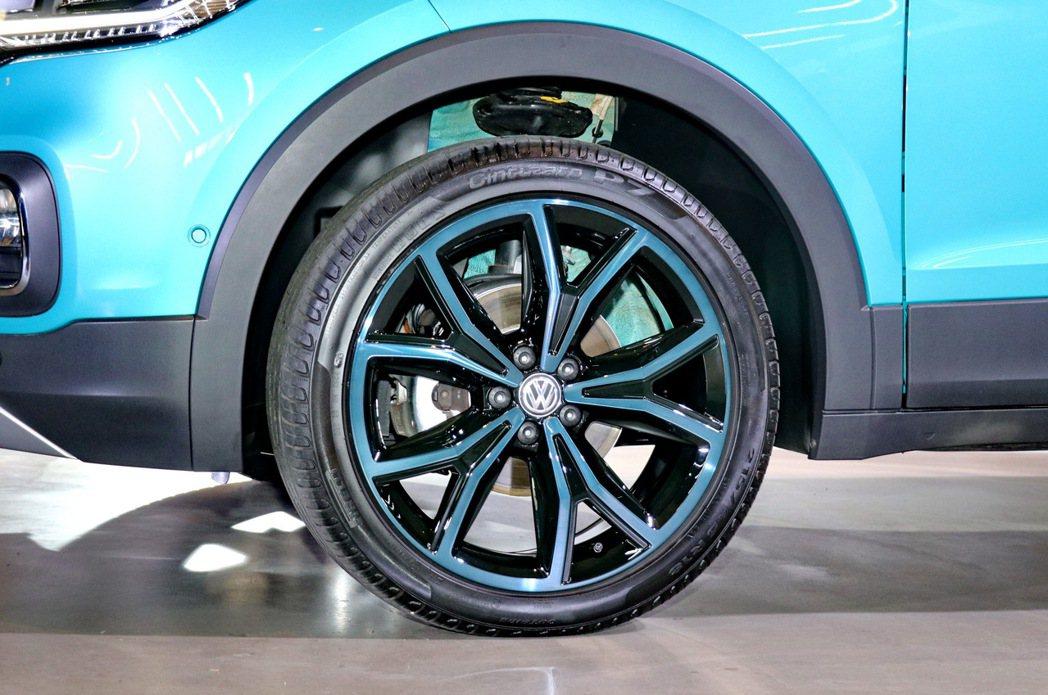 原廠也將提供不同尺寸的雙色輪圈滿足客戶多元的個性化需求,圖為一般車型輪圈。 記者...