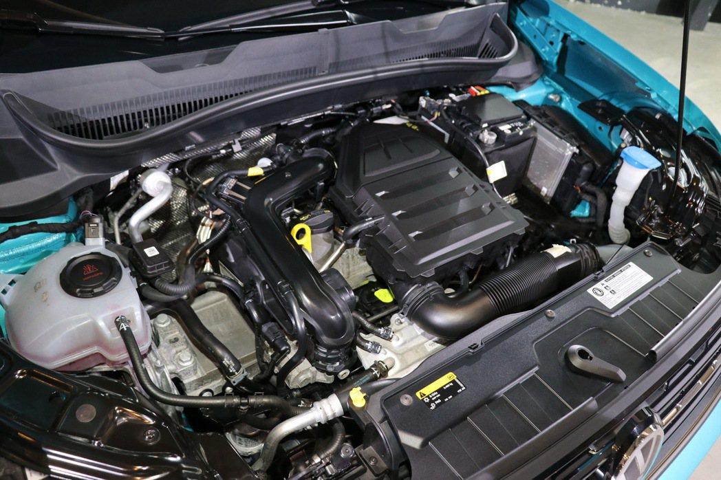 搭載直列三缸1.0升TSI引擎。 記者陳威任/攝影