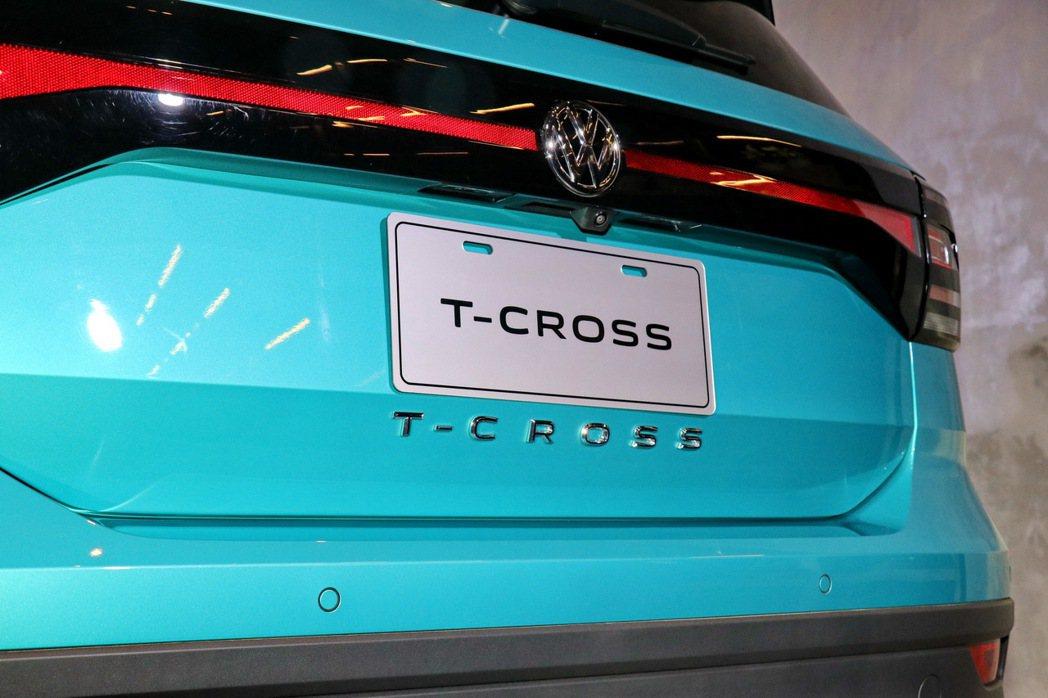 全新車款字母銘牌排列於尾門上。 記者陳威任/攝影