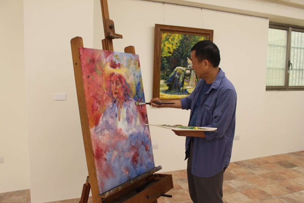 春雨藝術負責人林授昌不僅在電機事業有所成就,也對藝術展現超乎常人的熱忱。 圖/張...