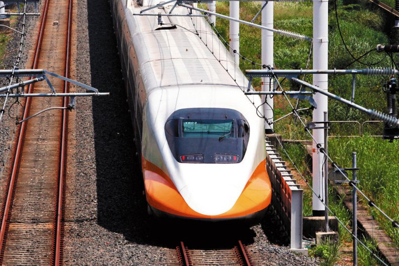 日前行政院陸續推出高鐵屏東與宜蘭站的構想,然而,在規劃大型公共建設時,需留意未來人口結構變化,以防落入供過於求的困境。 圖/聯合報系資料照