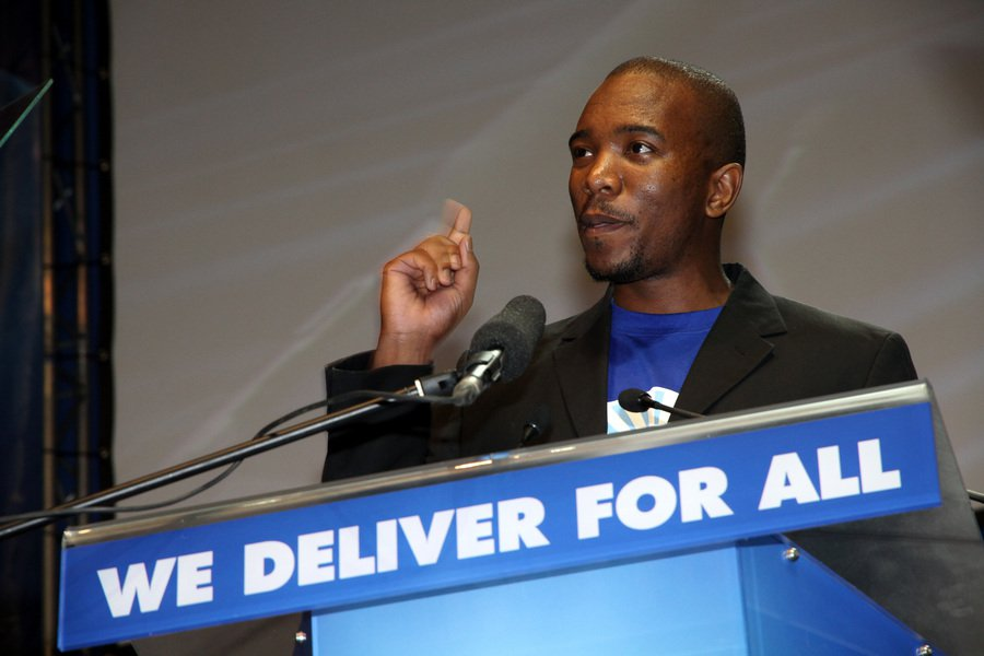 邁馬內認為,待在民主聯盟法讓南非落實平等,因此於24日辭職,但仍保留自己在議會中...