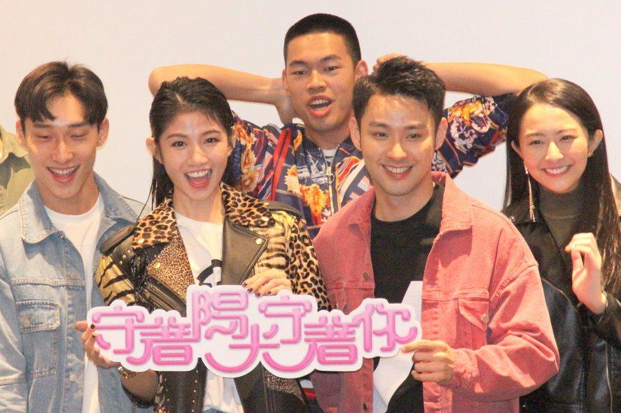 《守著陽光守著你》復刻,李千那(左二)、潘柏希(二2)是否將上演姊弟戀?(pho