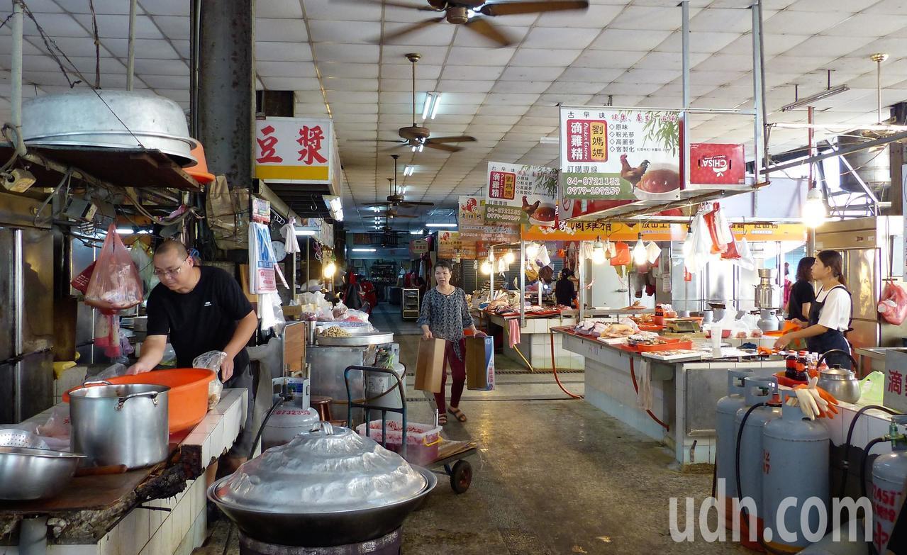 彰化縣社頭鄉攤販市場今年獲經濟部評核為優良市集。記者凌筠婷/攝影