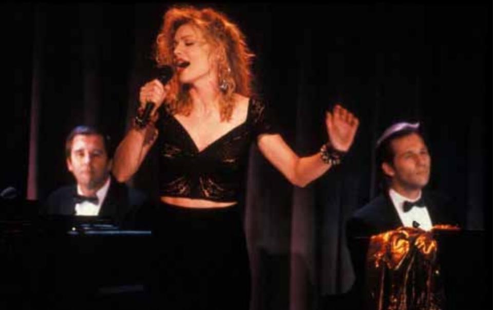 蜜雪兒菲佛在「一曲相思情未了」唱作俱佳,橫掃美國一堆影評人協會影后大獎。圖/摘自...