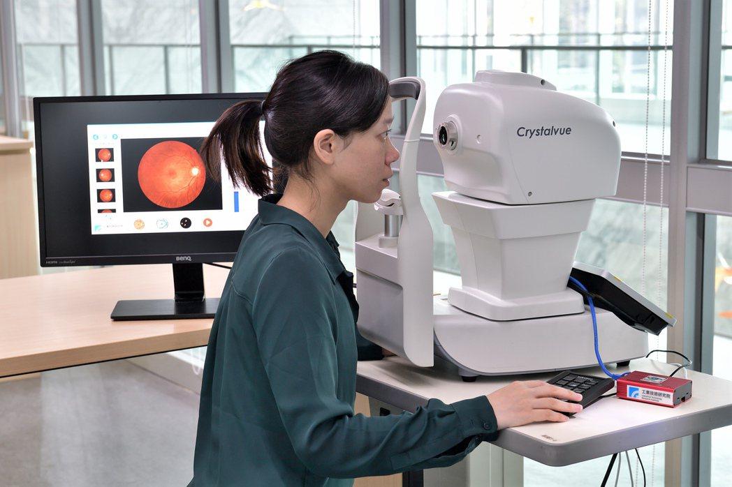工研院「眼底鏡創新健康照護服務」提供全程自動化的自助式眼底攝影服務,其中的「糖尿...