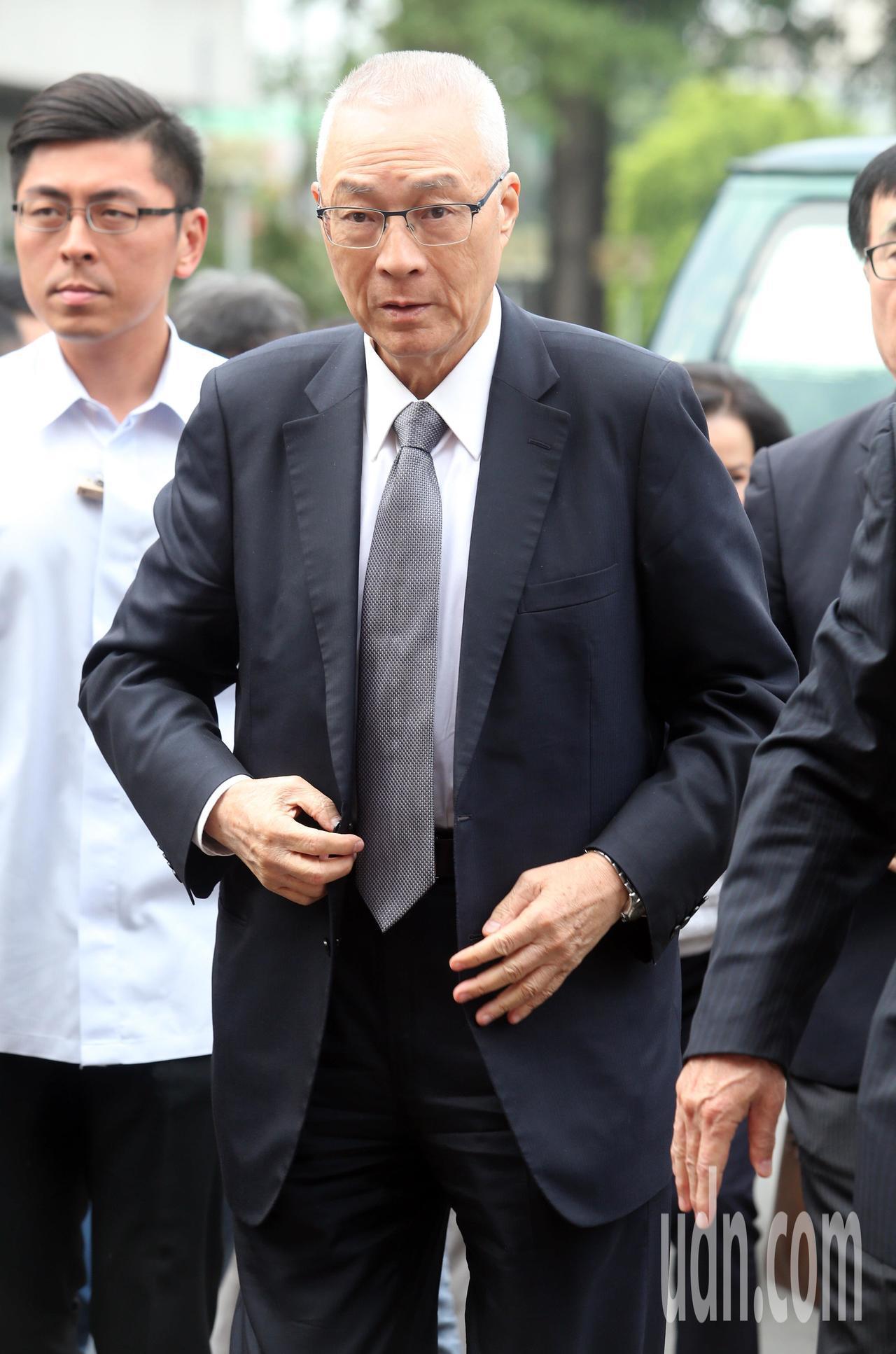 國民黨主席吳敦義與夫人蔡令怡現身姚武年告別式會場,總統蔡英文已先一步離開,也未與...