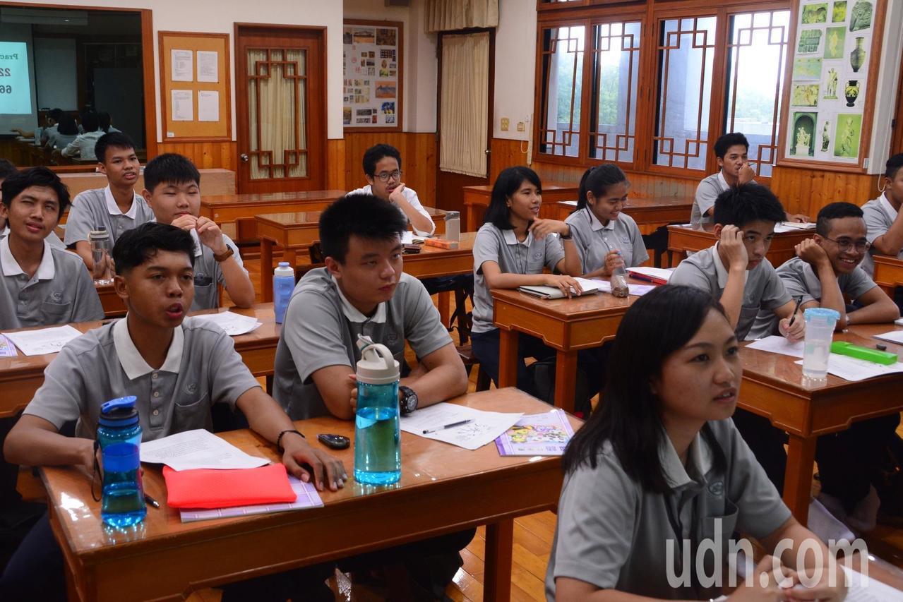 花蓮慈濟科技大學配合新南向政策,今年與金光集團合作,首開印尼國際專班,招收印尼學...