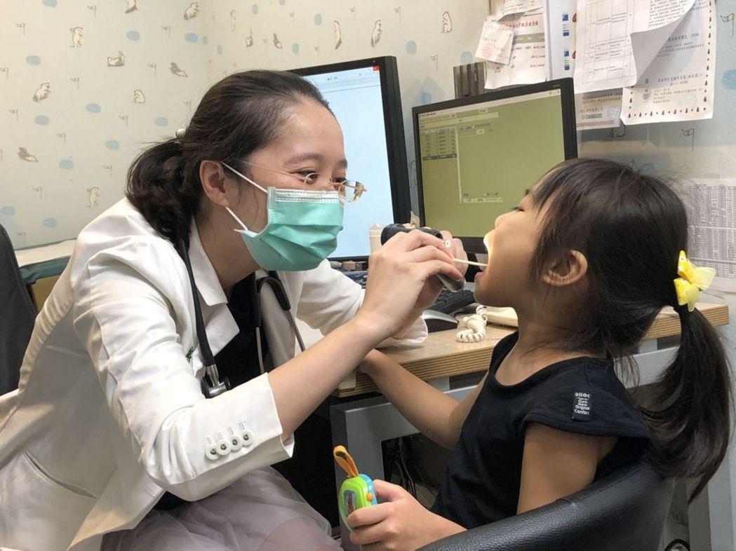 哮吼嚴重時可能導致上呼吸道阻塞、呼吸窘迫、呼吸困難。記者簡浩正/攝影