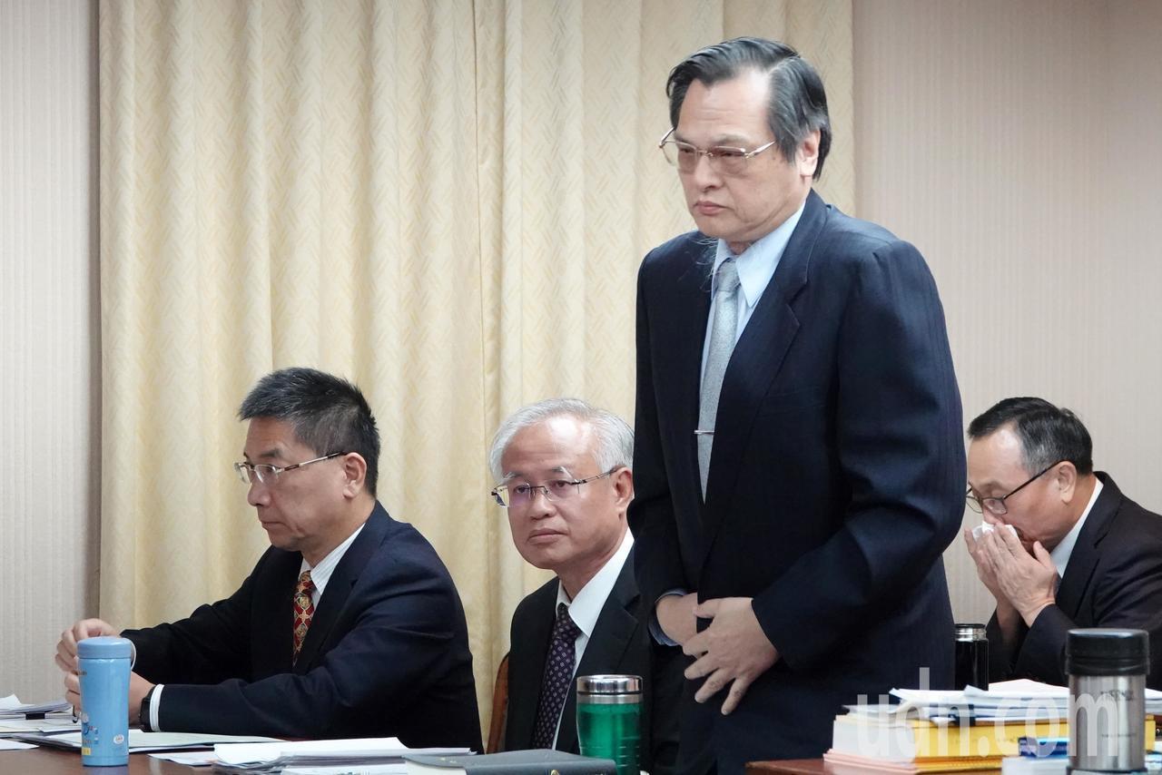 陸委會主委陳明通上午在立法院內政委員會備詢時,批評港府想要私了此事,他表示,現在...