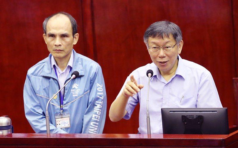 對於北農董事長秘書董德堉,兼任台灣民眾黨的組織部召集人,台北市長柯文哲會把實際名單整理一遍。記者徐兆玄/攝影
