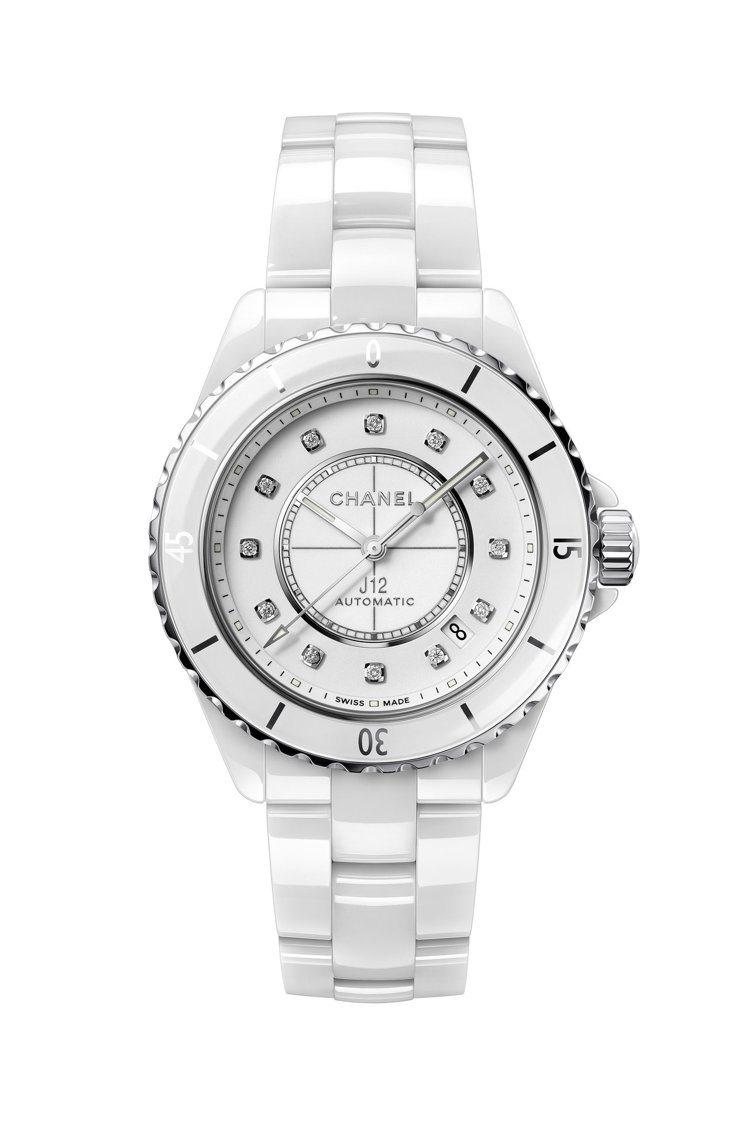 J12自動腕表,白色抗磨精密陶瓷搭配精鋼表殼,22萬7,000。圖/香奈兒提供