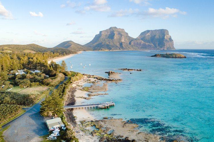 澳洲豪勳爵島(Lord Howe Island)獨特的新月形島嶼。圖/stuck...