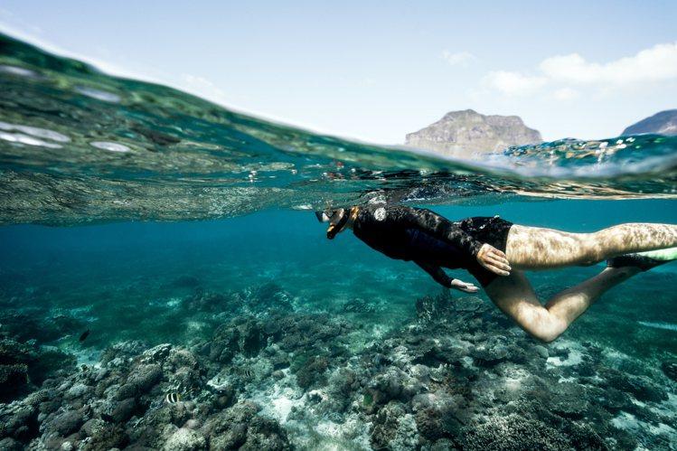 熱帶及寒帶的海水交匯豪勳爵島一帶,締造世界上最南端的珊瑚礁,以及豐富的海洋生態。...