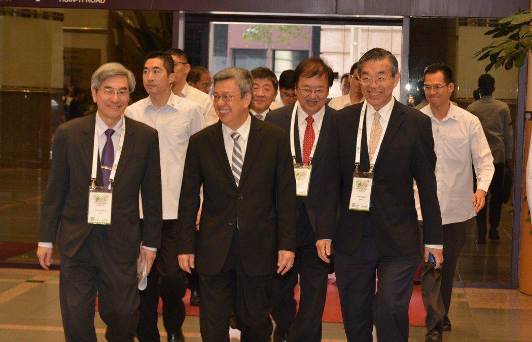 副總統陳建仁(中)今日出席致賀詞。圖/台灣老年學暨老年醫學會提供