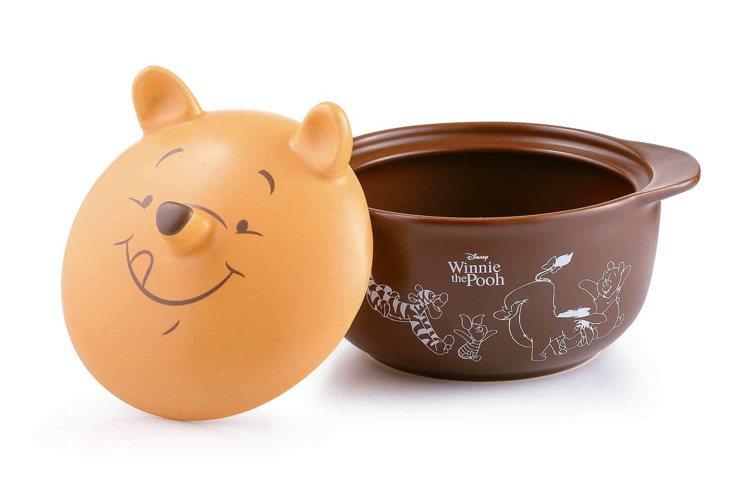 HOLA迪士尼系列維尼造型砂鍋,原價1,290元、特價699元。圖/HOLA提供