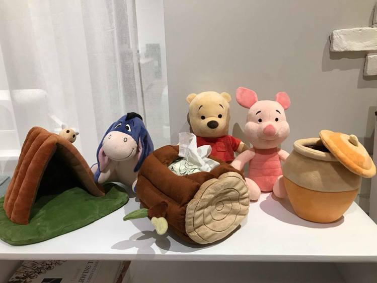 HOLA迪士尼系列組合玩偶,小熊維尼、屹耳款原價1,099元、特價899元,小豬...