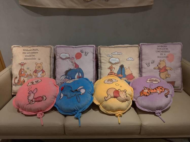 HOLA迪士尼系列造型手插枕原價899元、特價499元,共4款;HOLA迪士尼系...