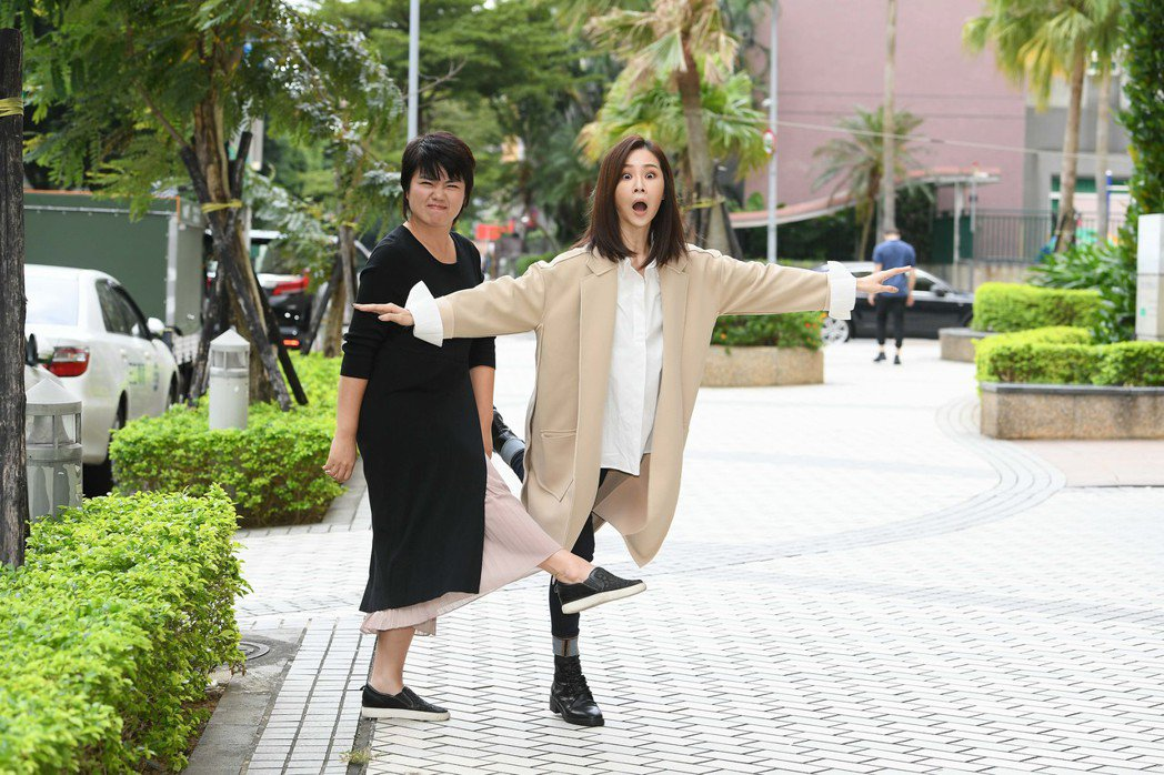 金馬影后謝盈萱(右)很希望和李安合作,左為嚴藝文。圖/三立提供
