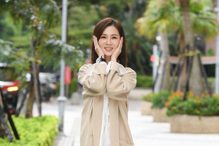 國際大導演李安日前在媒體訪問時被問到近來可有關注的台灣演員,李安點名說:「去年金馬影后謝盈萱不錯啊!我非常喜歡。」這句話讓謝盈萱興奮好久,她笑說當看到這訊息時,以摩羯座來說就是可以後空翻好多次這麼開...