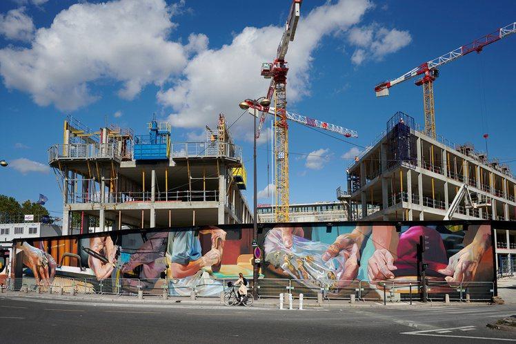 香奈兒特別邀請藝術家Case Maclaim為「Le 19M」打造長達130公尺...