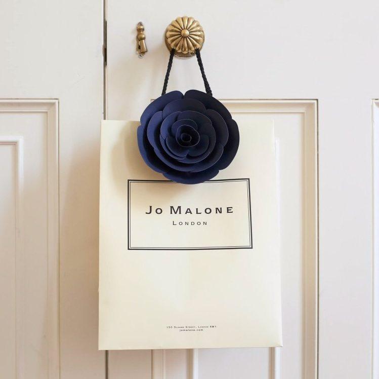 購買任一款Jo Malone「魔幻香氛」耶誕限量系列,即可享有午夜藍玫瑰限量包裝...
