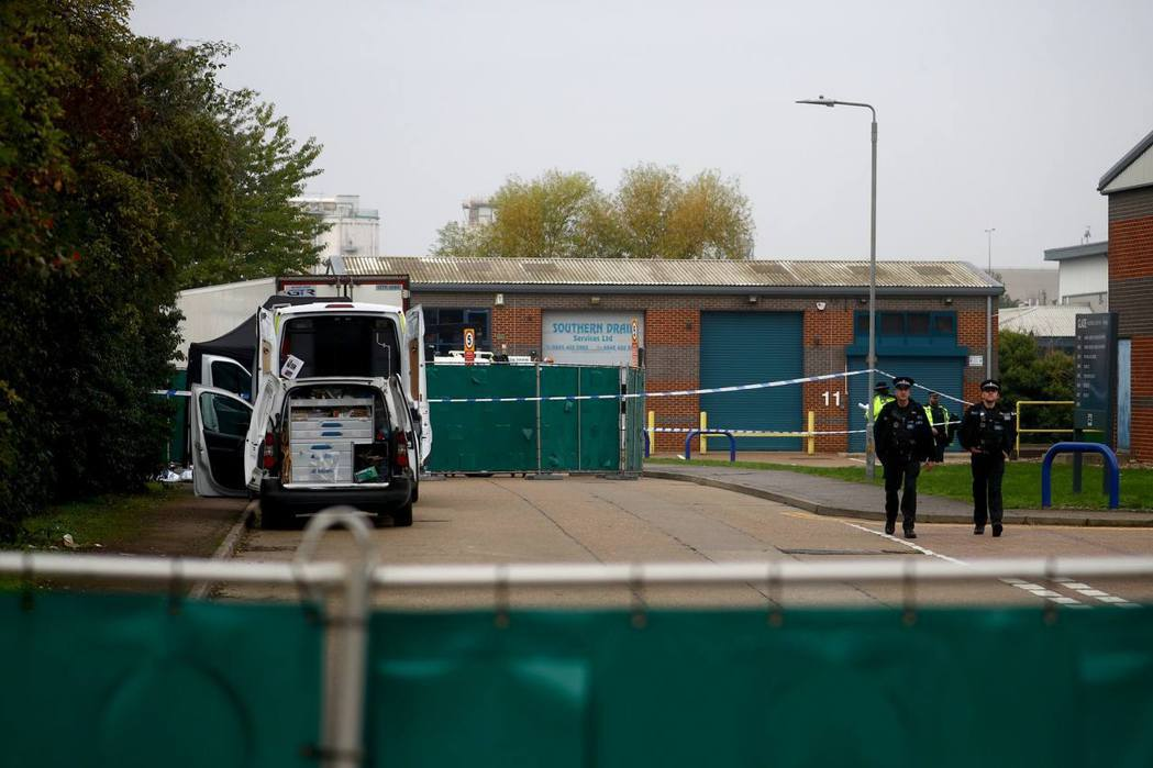英國埃塞克斯郡一輛貨車內,被發現藏有39具屍體。圖/取自路透社