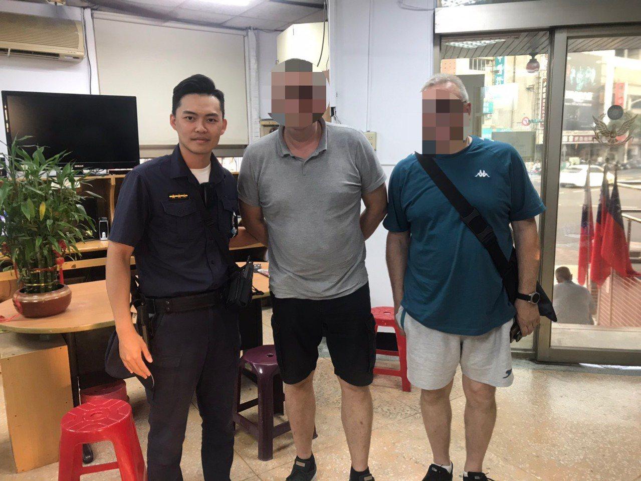 從德國來台工作的Widmer手機遺失,被計程車司機撿到報案,因未有過多線索,員警...