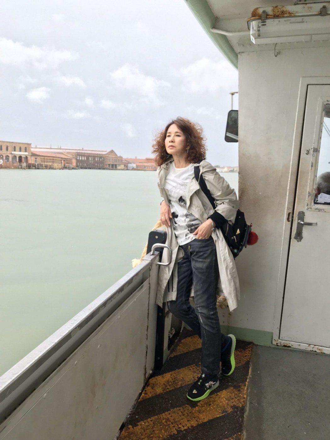 周丹薇日前到威尼斯進修琉璃課。圖/周丹薇提供
