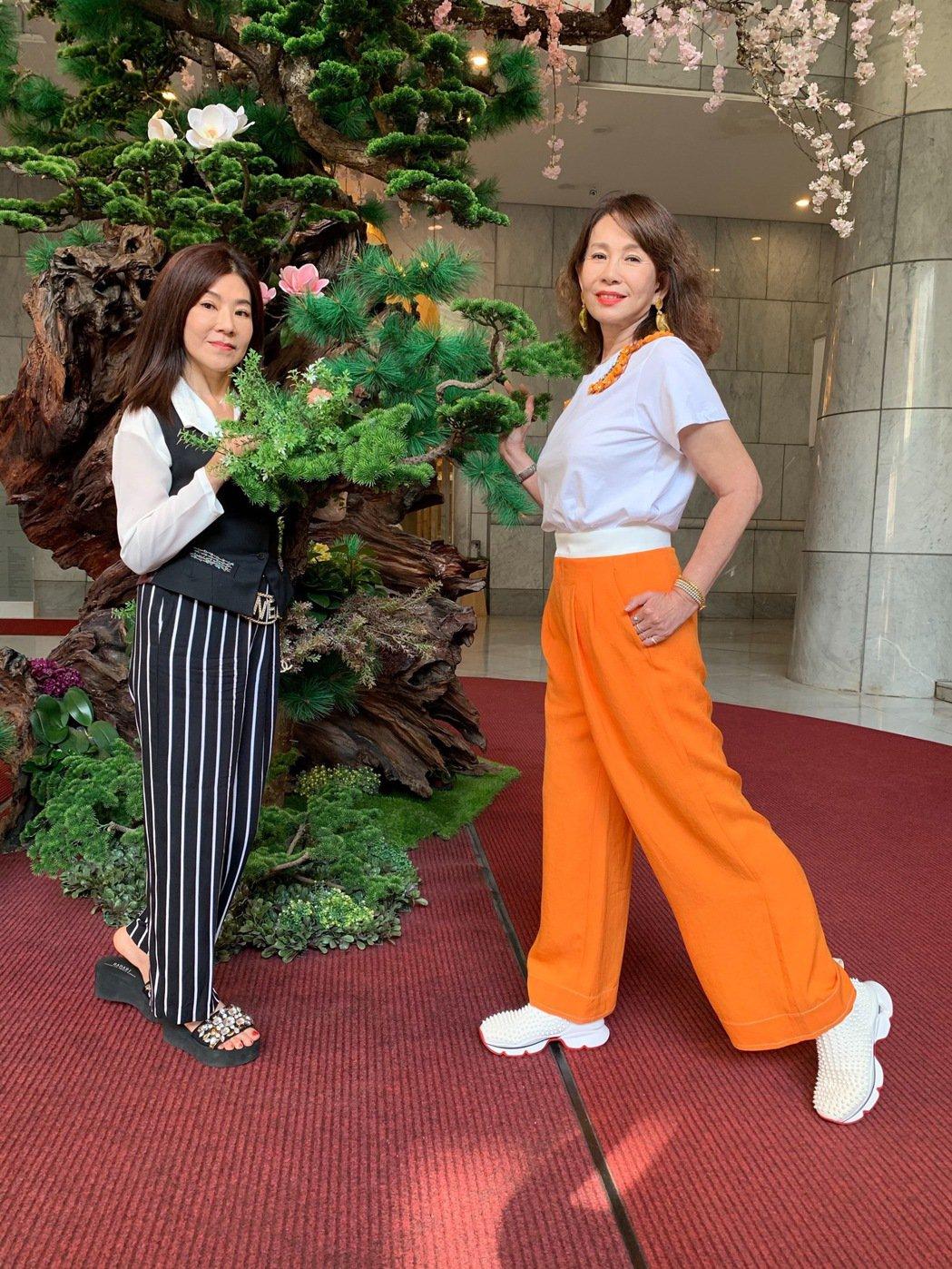 蔣黎麗(左)剛自美返台,周丹薇則赴威尼斯進修,剛回來就約碰面。記者陳慧貞/攝影