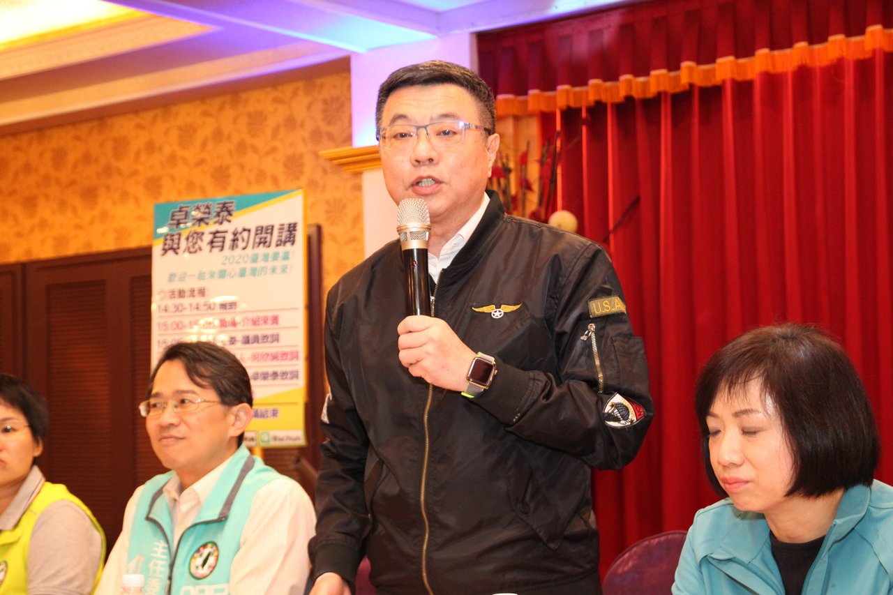 民進黨主席卓榮泰昨天下午在台中市大里出席立委何欣純座談會前受訪指出,針對總統和立...
