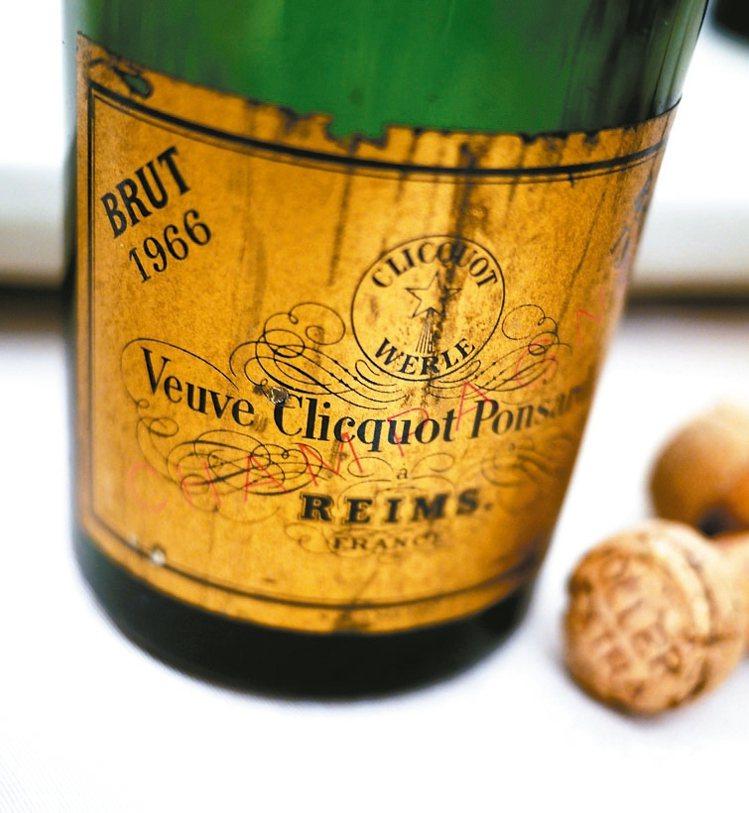 老香檳總有時間淬煉茵蘊的美妙滋味,令其他紅白酒難以企及。圖/聶汎勳  ※ 提...