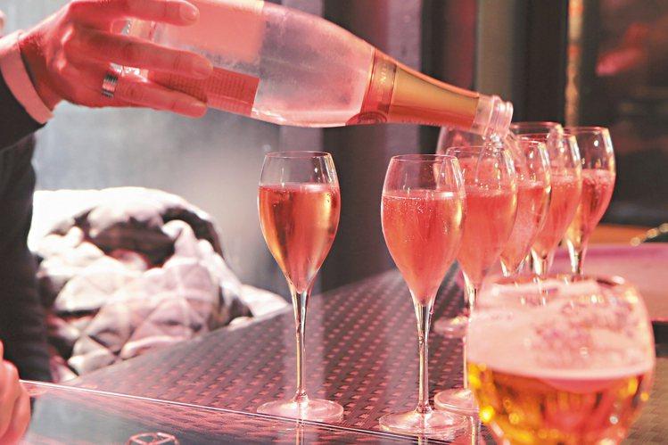 餐桌上的香檳。圖/何信緯  ※ 提醒您:禁止酒駕 飲酒過量有礙健康