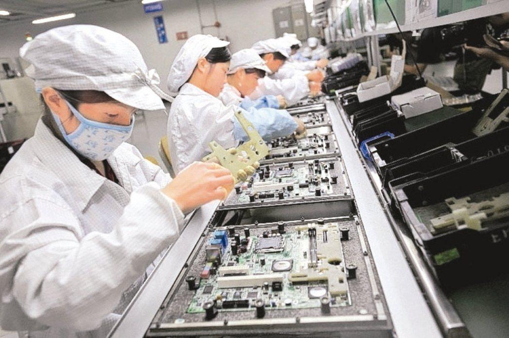 經濟部投資台灣事務所今(12)日預告,本周將排審二家上市電子業回台投資計畫,其中...