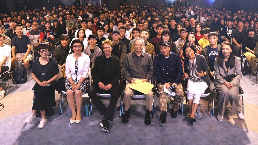 台北電影學院大師講座全體合照,現場氣氛熱烈。台北市電影委員會/提供