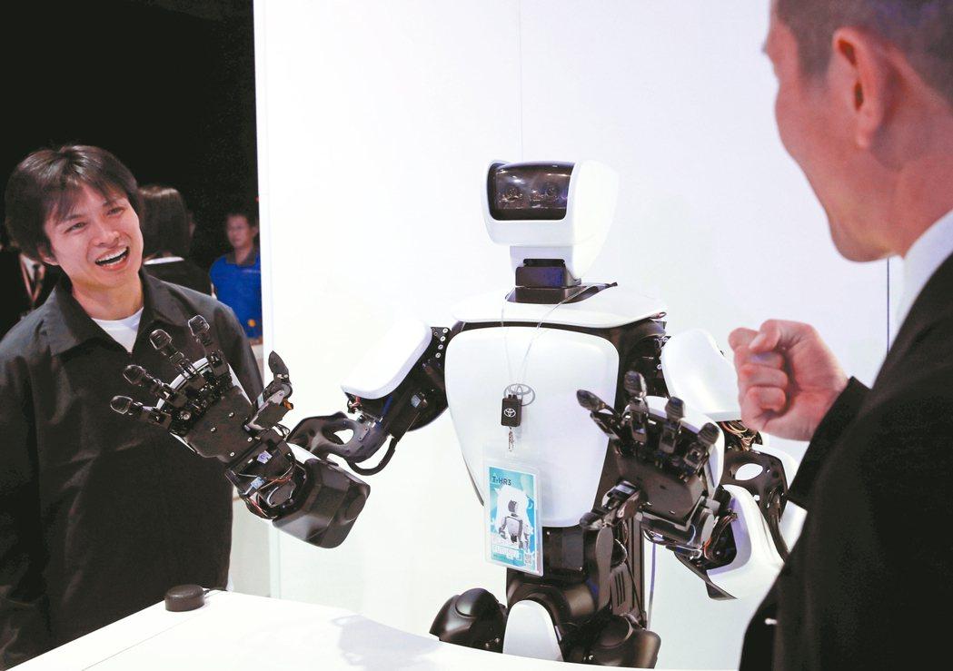 投信看好AI、5G為科技產業帶來的長多趨勢。圖為Toyota T-HR3機器人。...