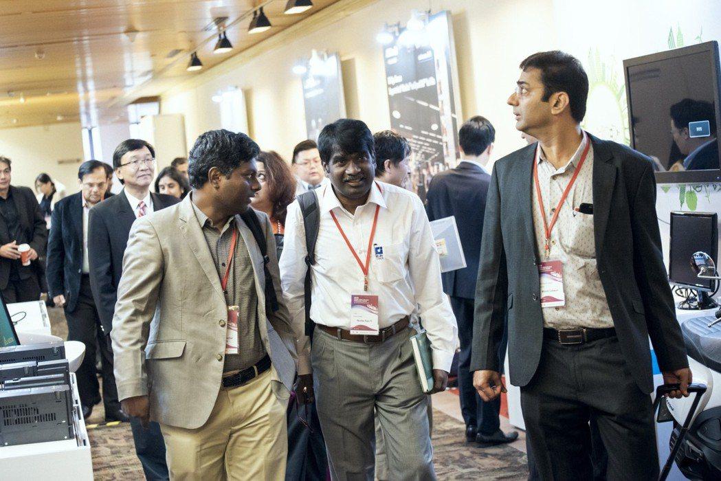臺印度論壇會場安排廠商智慧系統方案展示協助企業商洽。 資策會/提供