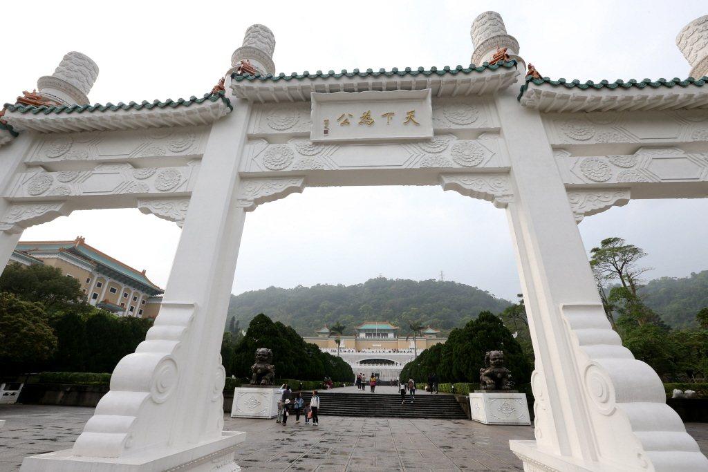 台灣積極發展觀光產業,台北故宮已不是來台觀光的唯一誘因。客觀而言,故宮大概是台灣觀光景點中最沒有「台灣味」的。 圖/聯合報系資料照