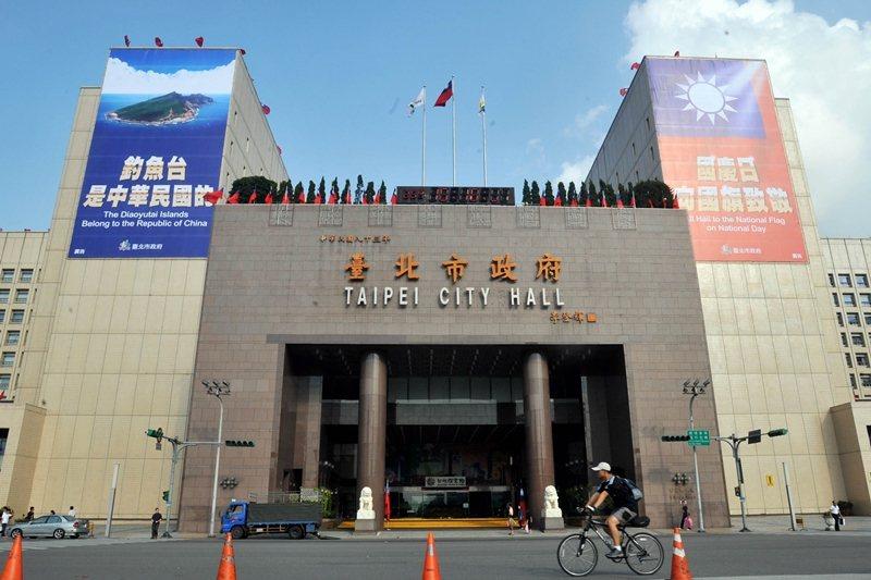 台北市政府前廣場是熱門節慶時的兵家必爭之地。 圖/法新社