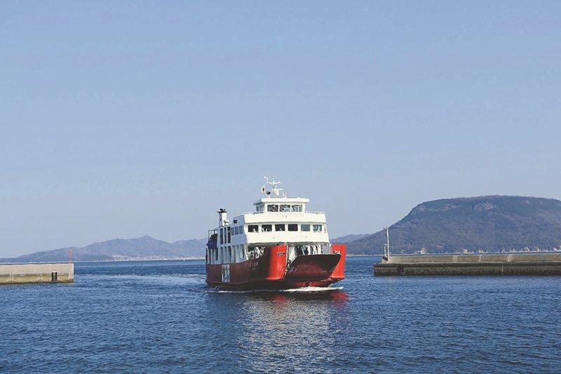 日本德島的小漁村,即使有世界知名的瀨戶內藝術季,在非旺季期間,交通運輸也只有每小時一班。 圖/聯合報系資料照