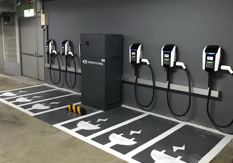 在家樂福逛街購物也能享受便利的電能補充服務。 圖/中華汽車提供
