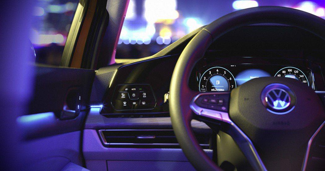 第八代Volkswagen Golf 內裝。 摘自Volkswagen