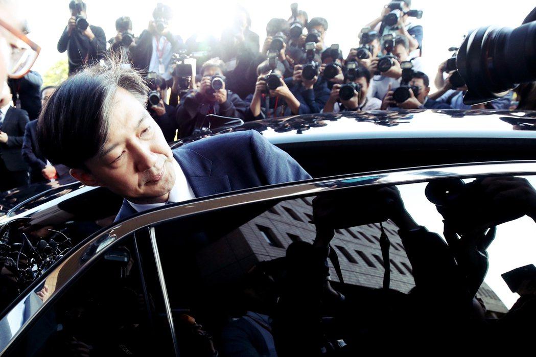 南韓輿論認為,就算曹國對女兒的論文與推甄入學問題毫無所悉,對妻子涉及數十億韓元的...